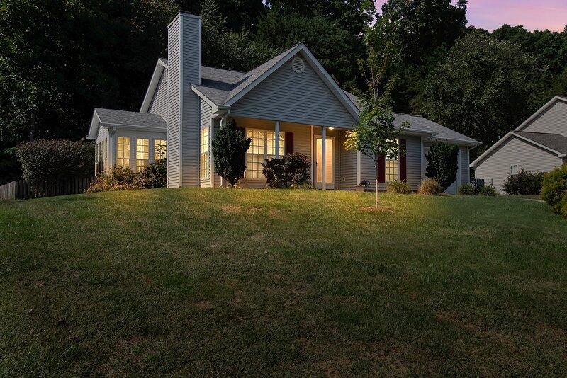 Peaceful Getaway in Greensboro near Airport!, holiday rental in Browns Summit