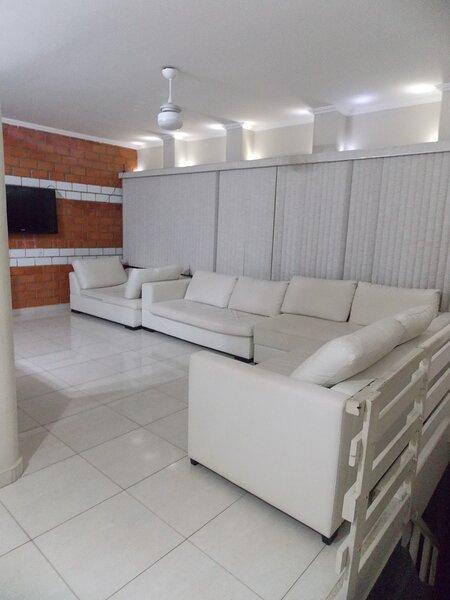 Apartamento Duplex Guarujá, Enseada a 350 metros da Praia, aluguéis de temporada em Guarujá