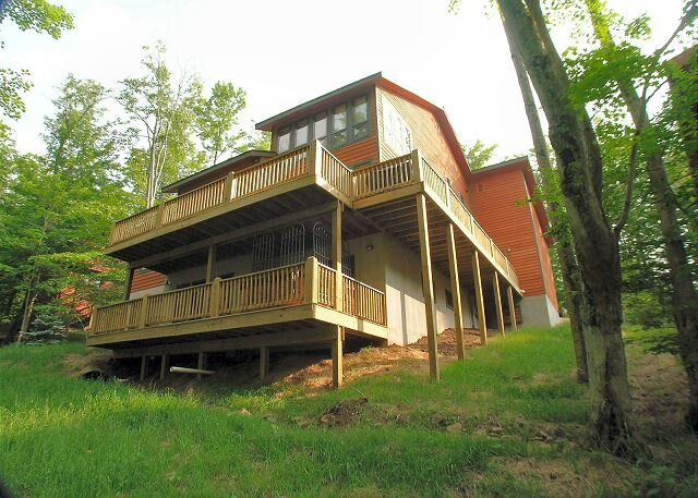 Quick walk to Salamander!  Year-round comfort. Welcome to Family Traditions, holiday rental in Canaan Valley