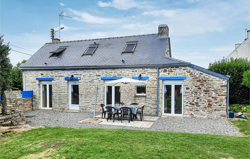 Awesome home in concarneau with 2 Bedrooms (FBF655), casa vacanza a La Foret-Fouesnant