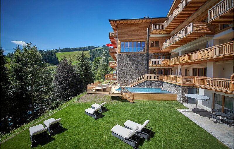 Beautiful apartment in Saalbach with 2 Bedrooms, WiFi and Heated swimming pool (, holiday rental in Hinterglemm