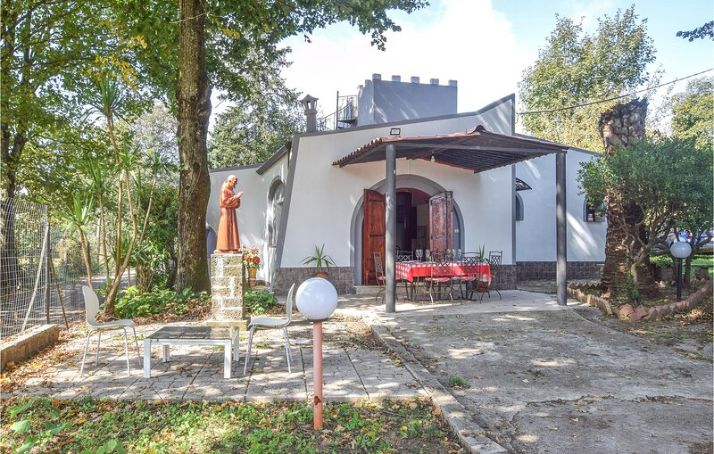 Beautiful home in Loc Monte Poro I with 4 Bedrooms (IKK624), holiday rental in Taureana