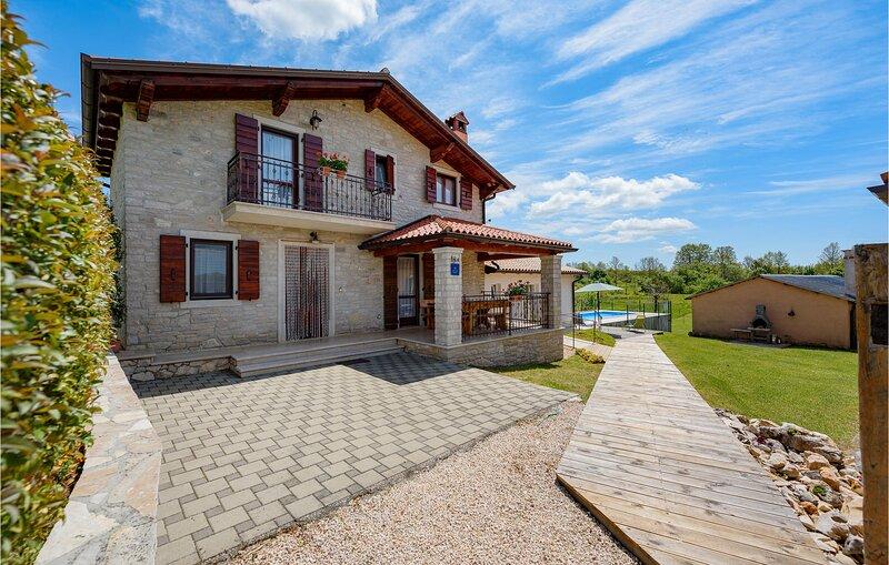 Stunning home in Jakacici with Outdoor swimming pool and 3 Bedrooms (CIC782), alquiler de vacaciones en Sveta Katarina