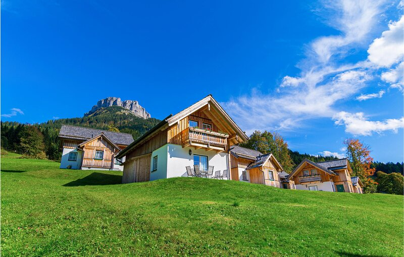 Nice home in Altausee with Outdoor swimming pool, WiFi and 2 Bedrooms (ASA258), casa vacanza a Bad Ischl