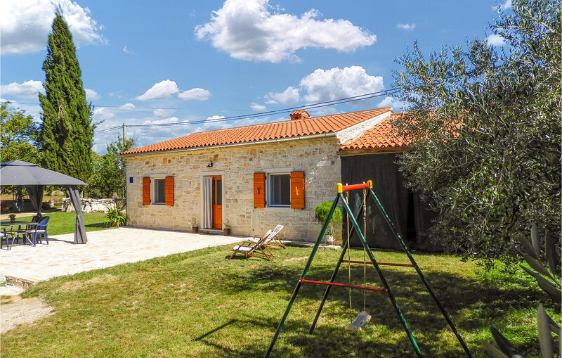 Beautiful home in Zminj with Outdoor swimming pool and 2 Bedrooms (CIC026), vacation rental in Prkacini