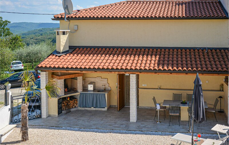 Amazing home in Vizinada with WiFi and 2 Bedrooms (CIC097), vacation rental in Vizinada