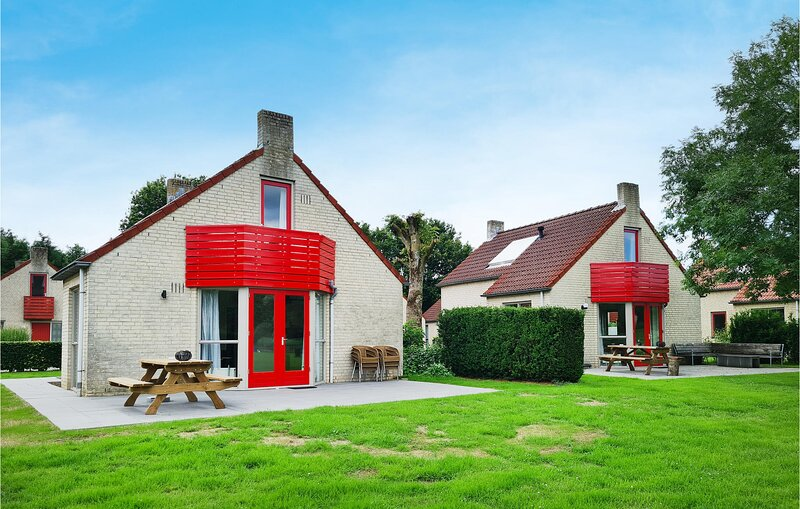 Beautiful home in Ewijk with WiFi and 3 Bedrooms (HGE025), holiday rental in Druten