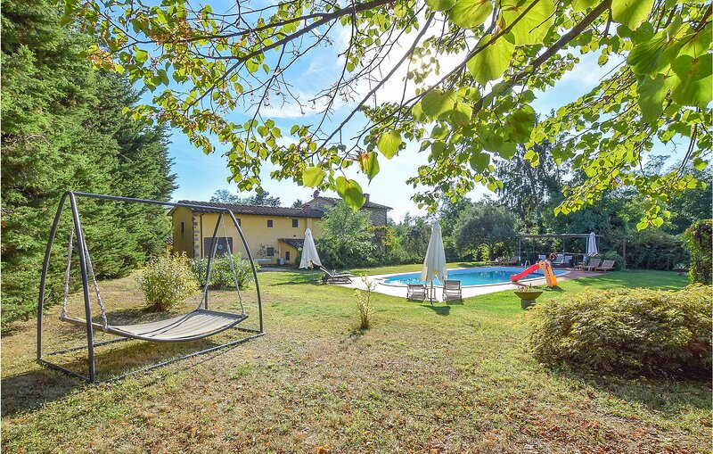 Stunning apartment in Uzzano with Outdoor swimming pool and 1 Bedrooms (ITT337), holiday rental in Uzzano
