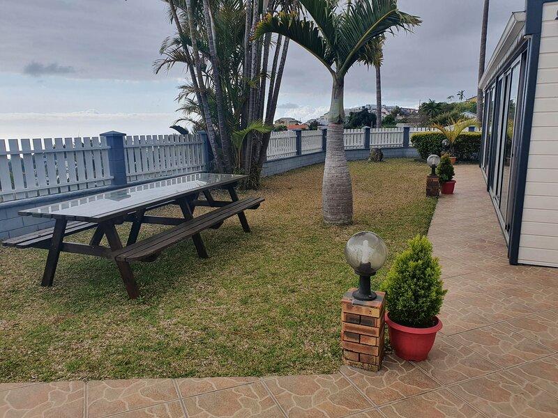 Maison chaleureuse dans un cadre calme et paisible, location de vacances à Trois Bassins