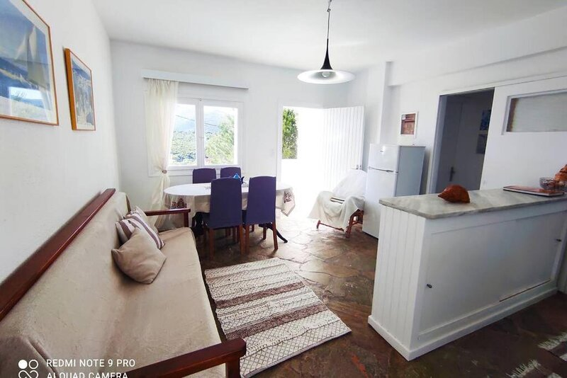 White Villa in Olive trees and Seaview to Panagia, vacation rental in Agii Apostoloi