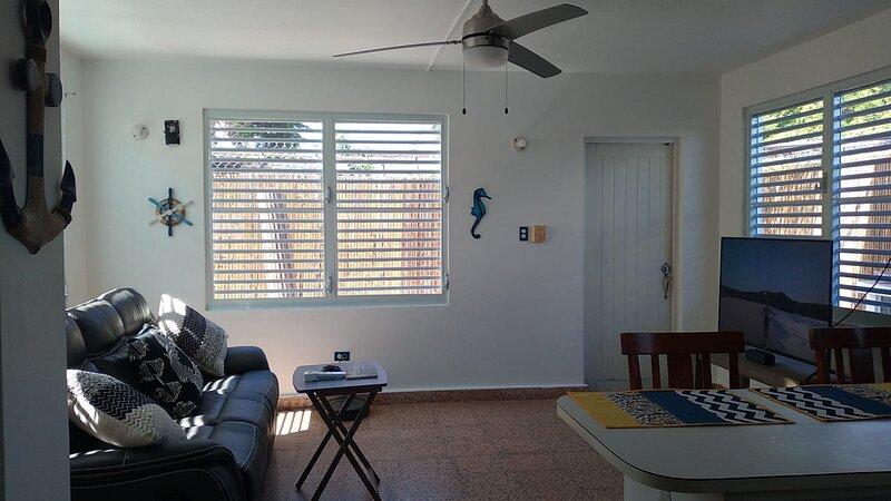 Cozy 1 Bedroom Apartment For Two, Fully-Equipped in Fajardo, Close to Everything, aluguéis de temporada em Fajardo
