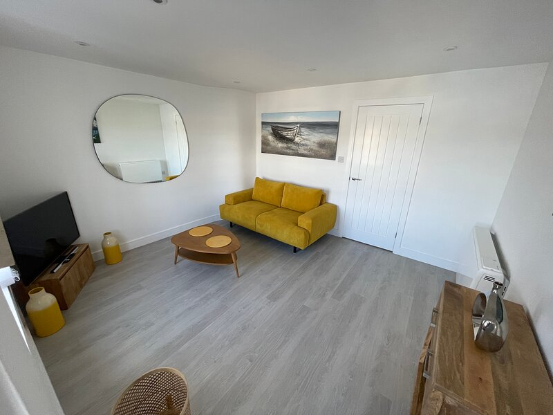 Brand new and Modern grade II listed high street townhouse with stunning views., vacation rental in Mylor Churchtown