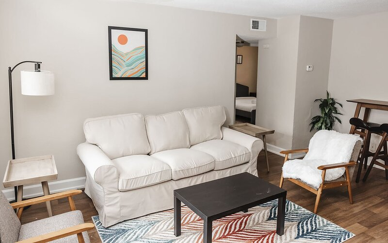 Charming Student Housing w/ Self Check In *Weekly Discounts*, location de vacances à Maryland Heights