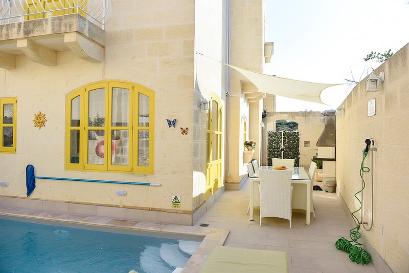 MELITA - House of Character, fully A/C with private pool in Xaghra Gozo, holiday rental in Ggantija