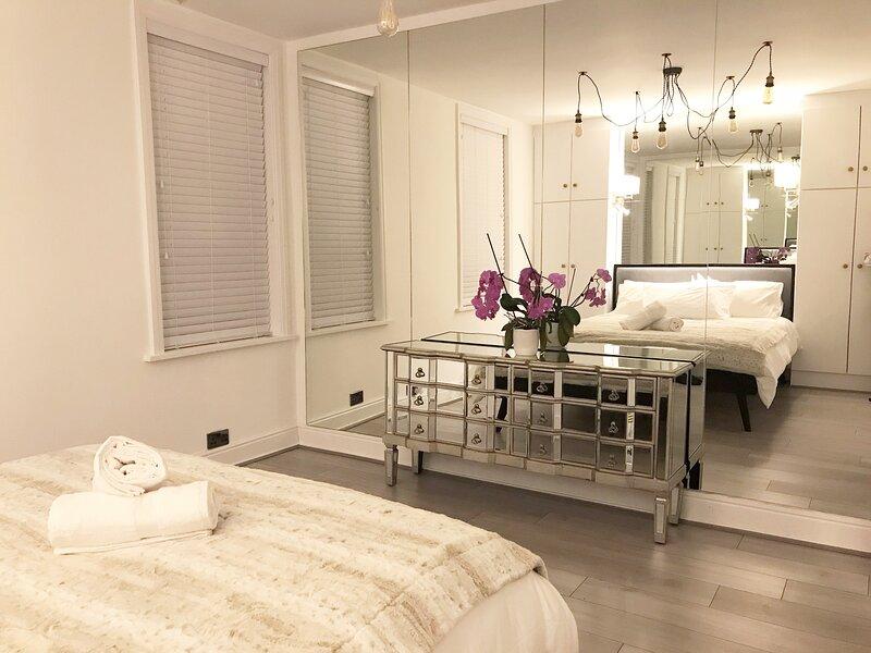 Haute Monde Homes- Arnold House Harrogate- A luxurious four bed private home, location de vacances à Ripley