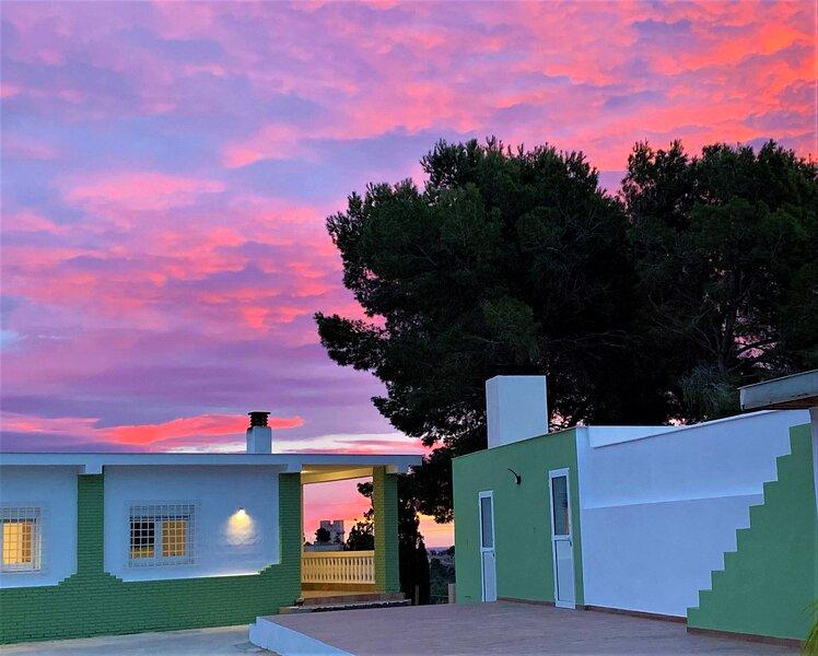3 double en-suite bedroom villa with swimming pool, location de vacances à Turis