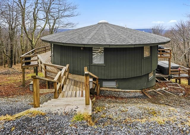 Overlooking Canaan Valley. It's about time you got Round-To-It!, vacation rental in Davis