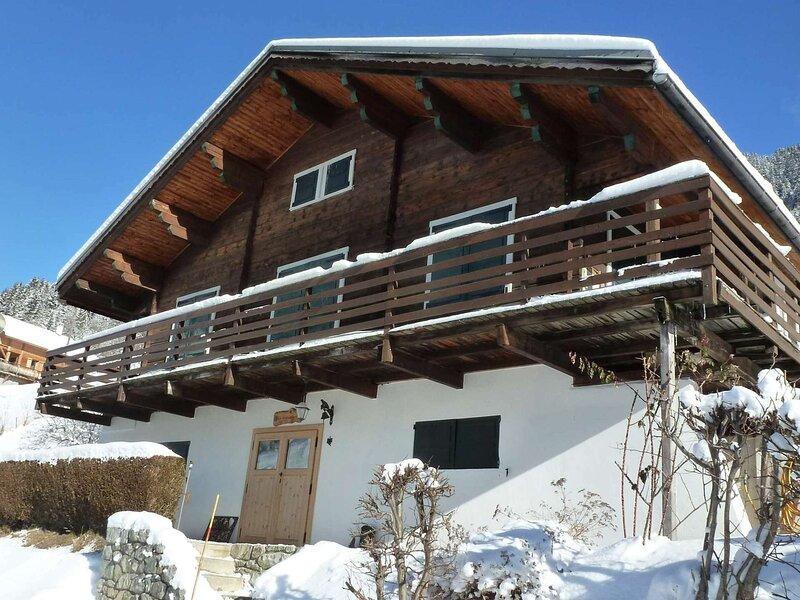 CHALET TRES COSY POUR 10 p. avec internet- Classé ***, holiday rental in Areches