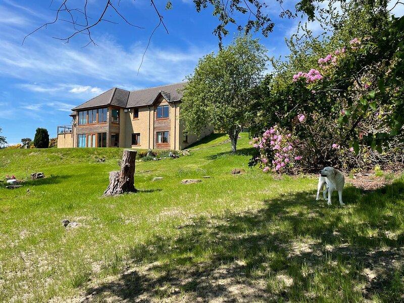 Beautiful Hillside Apartment near Elgin, Scotland, holiday rental in Archiestown