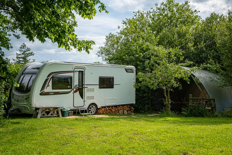 2 Double Bed Caravan - secure parking and WIFI, casa vacanza a Llanfynydd
