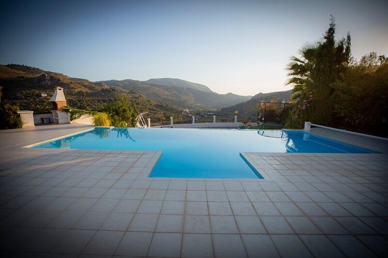 Casa Sierra, A Luxury Spanish Rural Retreat, vacation rental in Guajar Faraguit