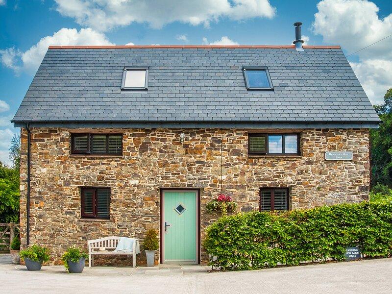 BRIGHTLEY MILL BARN, detached, woodburner, WiFi, luxury accommodation, vacation rental in Sticklepath