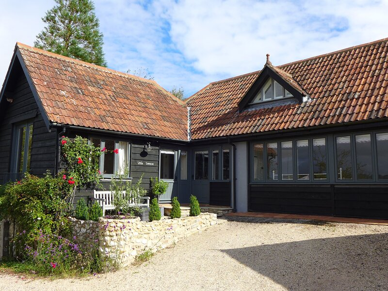 LITTLE EVANSES, detached cottage on a smallholding with excellent countryside, casa vacanza a Bewley Down