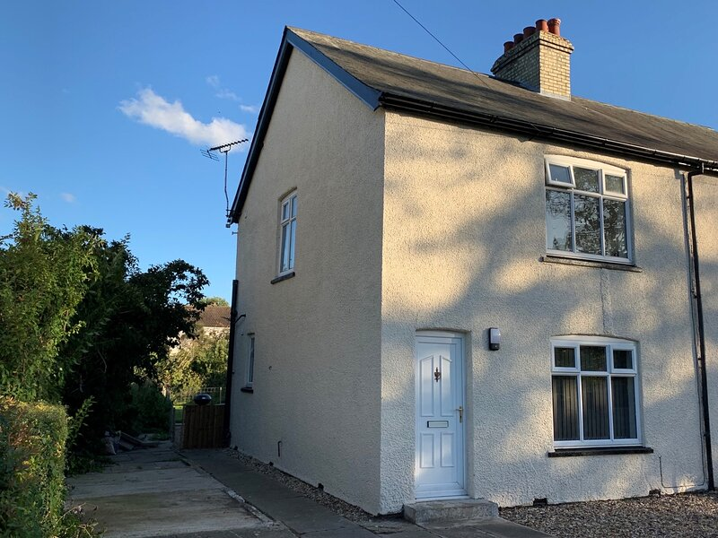 Refurbished cottage close to Newmarket/Cambridge, holiday rental in Isleham