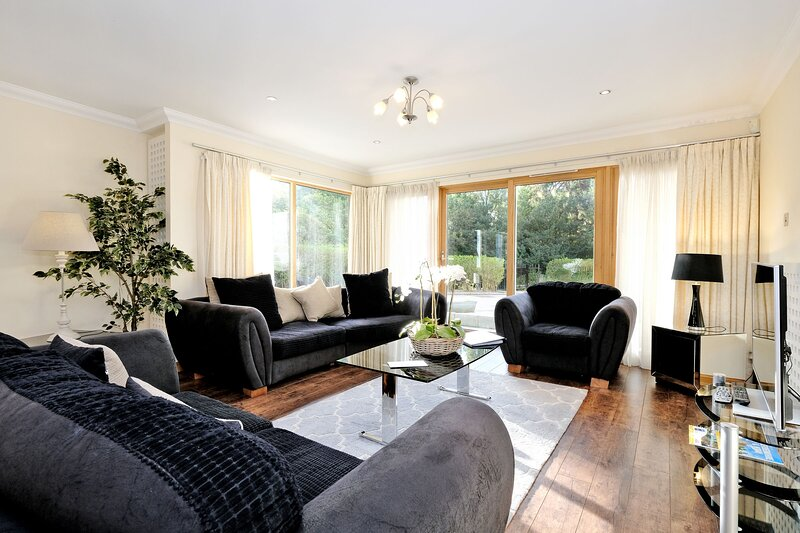 Bright Cults Home near to the River Dee, holiday rental in Blackburn