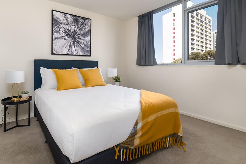 MadeComfy Modern Comfort in Canberra Central, holiday rental in Conder