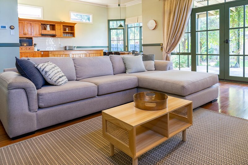 MadeComfy Spacious Family Home with Heritage Charm, location de vacances à Williamstown