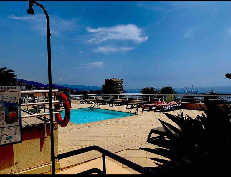 Great apartment Monte-Carlo Border  Rooftop Pool, casa vacanza a Monaco-Ville