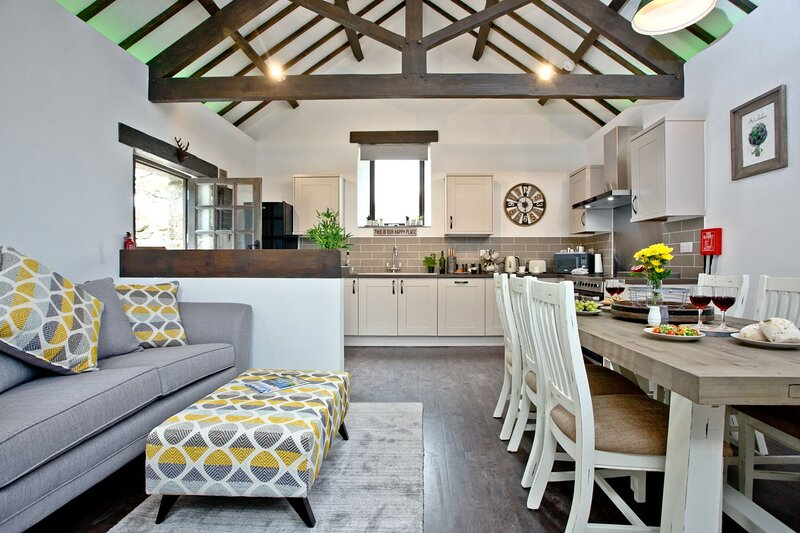 The Barn in Lanhydrock - A modern barn conversion with three bedrooms and three, holiday rental in Lanivet