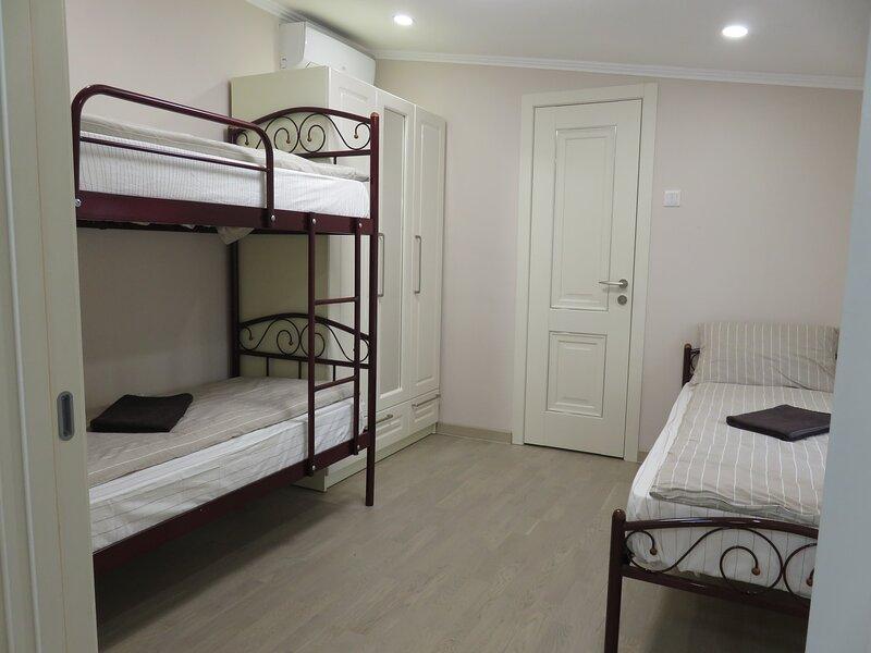 Modern private room in a new villa, Uman-sofiivski, vacation rental in Uman