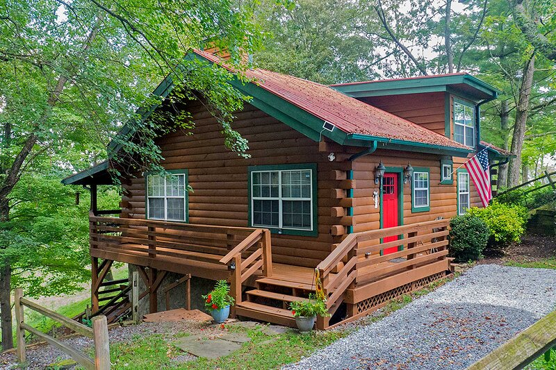 The log cabin is situated atop a hill in the stunning Smoky Mountains.