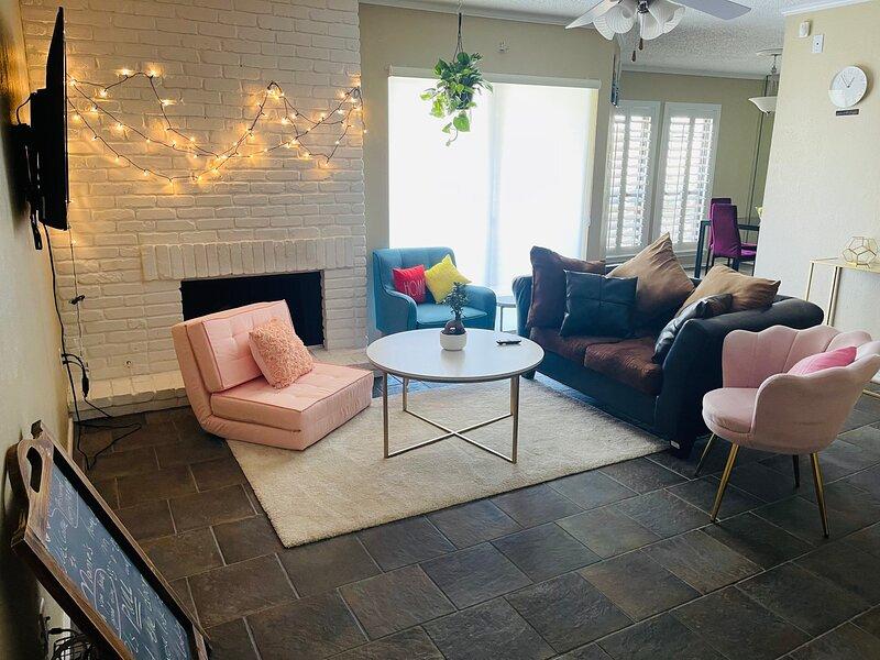Momo cozy home ( 2br/2ba), holiday rental in Richardson