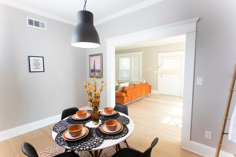 ▵▾ The Airy Walkable B.A. 3BR/2Bath ▾△, holiday rental in Cockrell Hill