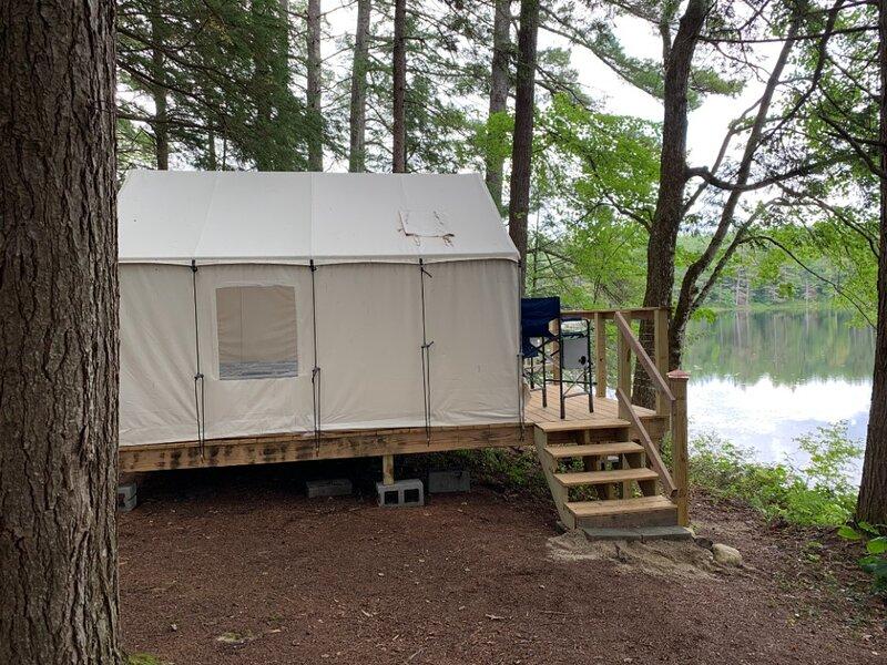 Tentrr Signature Site - Bagley Pond Waterside, Ferienwohnung in Deering