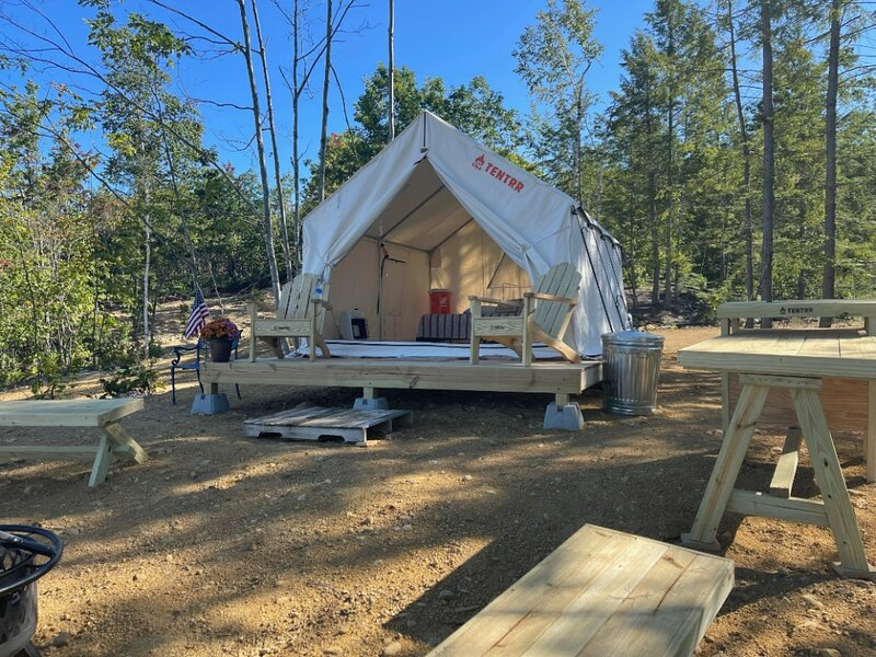 Tentrr Signature Site - Mountain View in Buckfield Maine, casa vacanza a Jay