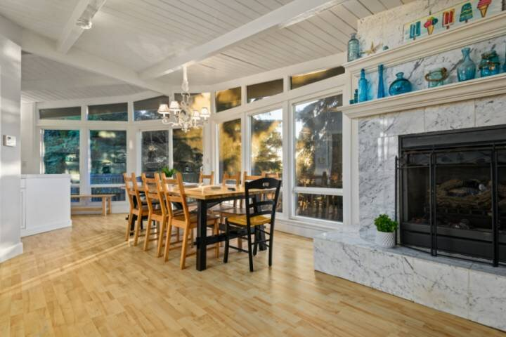 Great Family Coastal Retreat, Large Windows w/ Natural Light, Fireplace, Ping Po, vacation rental in Neotsu