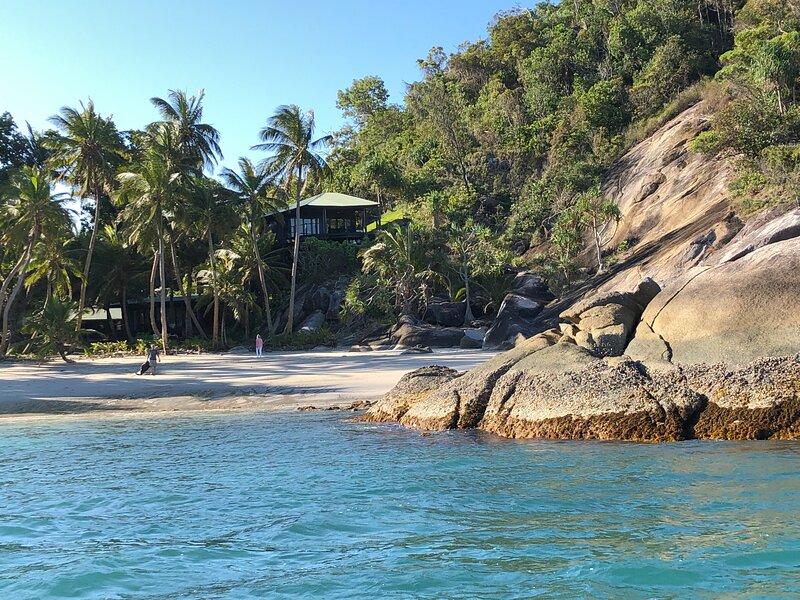 Doorila Beach House, Bedarra Island off Mission Beach, holiday rental in Garners Beach
