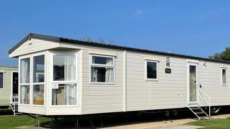 Remarkable 2-Bed Villa caravan in Driffield, holiday rental in Lissett