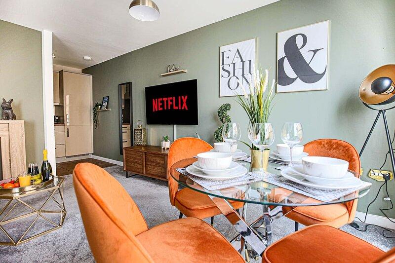 Luxury Central Hub Apartment w/ Balcony & Parking, location de vacances à Wolverton