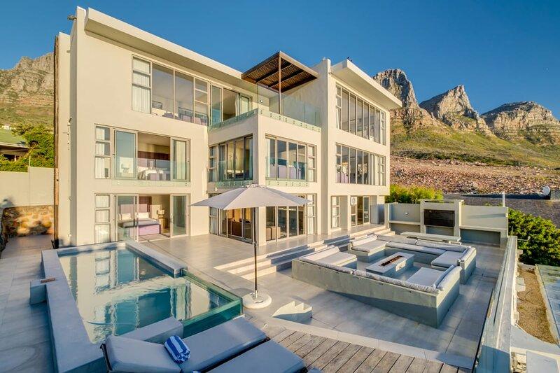 Luxury Camps Bay Villa with Incredible Ocean Views (Apostles Edge), holiday rental in Bakoven