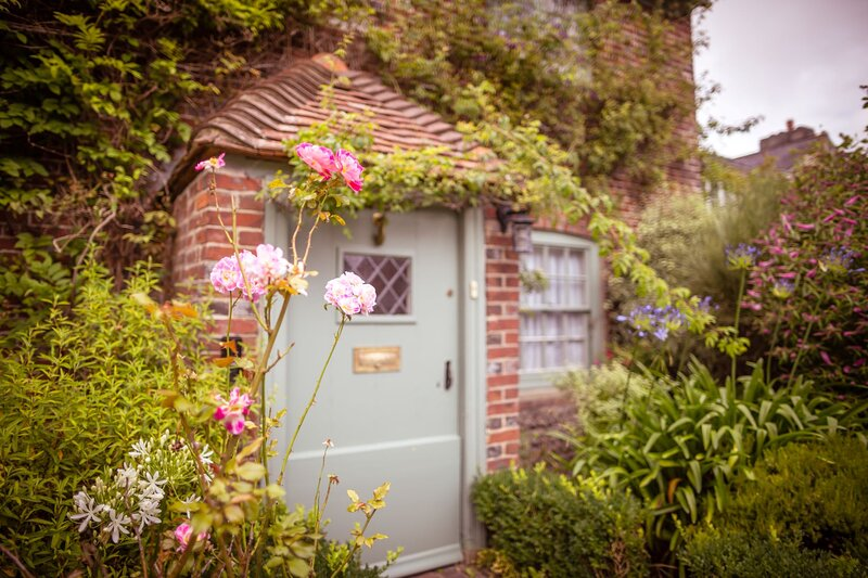 Chocolate-box pretty Pear Tree Cottage in South Downs village, holiday rental in Bishopstone