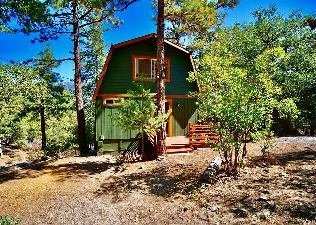 Welcome to Scout's Hideaway! This modern boho-chic cabin is a dream w/views, casa vacanza a Pine Cove