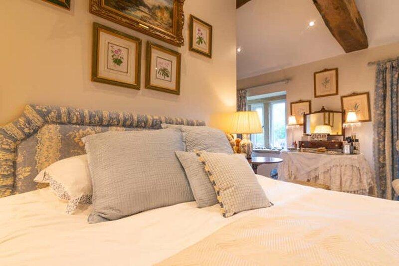 Charming 3-Bed House in Halifax w/ private garden, aluguéis de temporada em Gildersome
