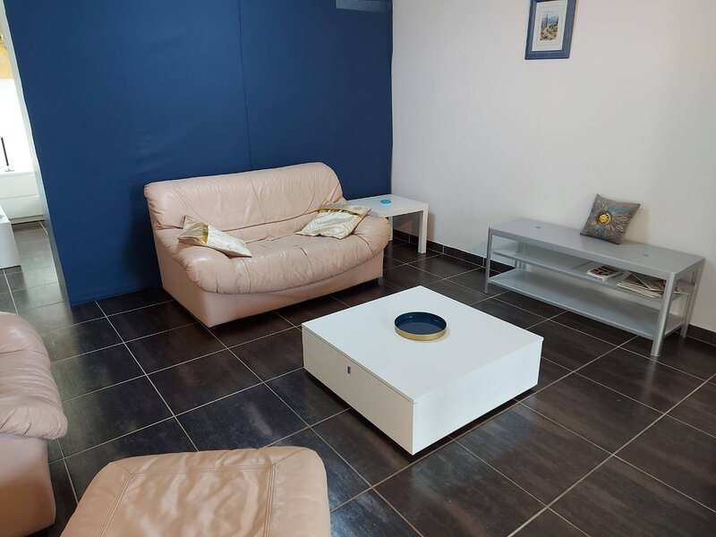 Lovely luxury Apartement With Private Entrance in Luxembourg, Ferienwohnung in Findel