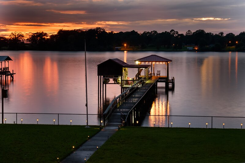 Large Beautiful Home on Prime Lakefront Property, vacation rental in Saint Francisville