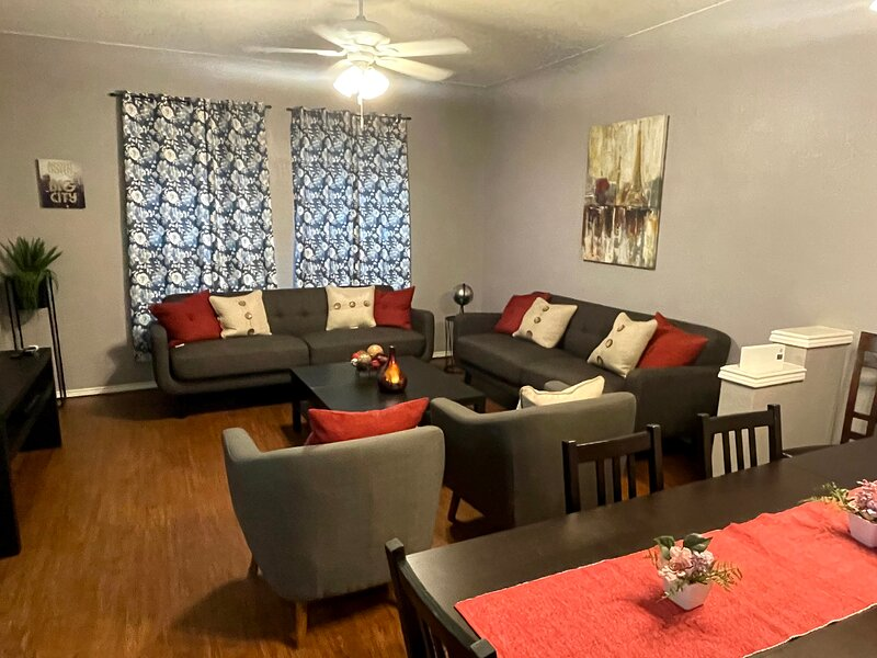 Style and Comfort near AT&T stadium!, holiday rental in Euless